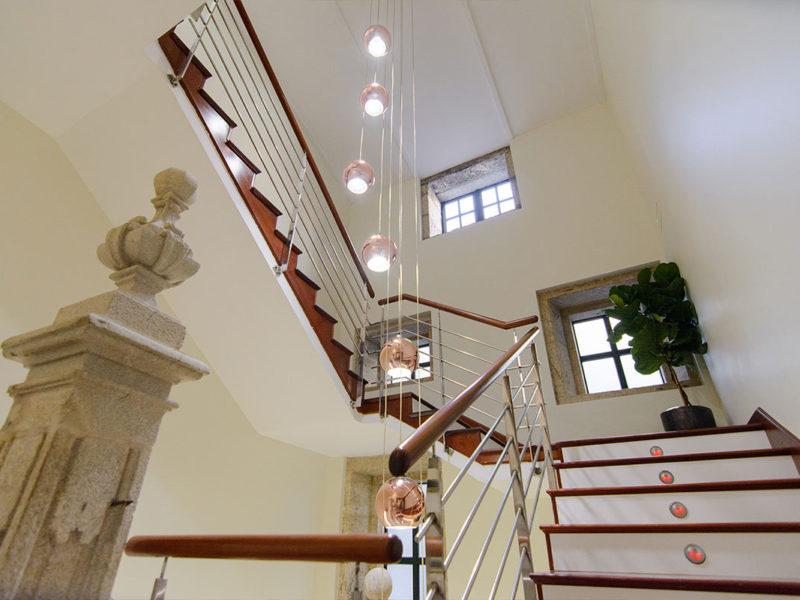 Escaleras hotel Baiona Mendoza 3