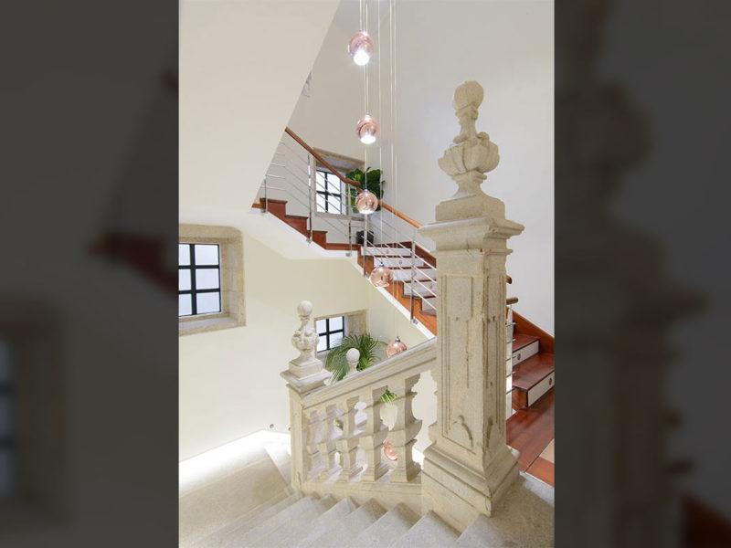 escaleras interiores hotel pazo mendoza