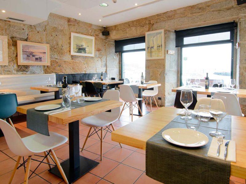 interior restaurante taberna mendoza baiona